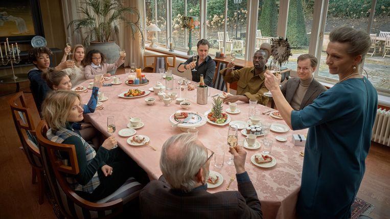De opnames voor de tv-serie 'Swanenburg' waren al over de helft toen ze half maart stilgelegd moesten worden.  Beeld Still: Mark de Blok.