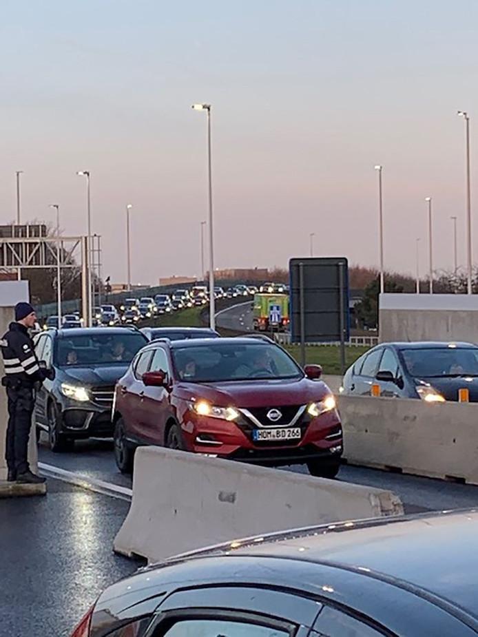 L'action des policiers aéroportuaires a également provoqué des files jusqu'au ring de Bruxelles.