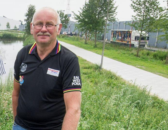 Voormalig voorzitter Gerrit Aufderhaar op een archieffoto bij De Sumpel in Almelo.