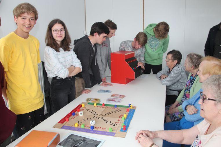 De leerlingen bouwden onder meer een lokale Monopoly en een jukebox.