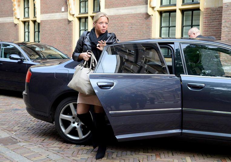 2013: minister Jeanine Hennis-Plasschaert van Defensie verlaat de dienst-Audi. Beeld ANP