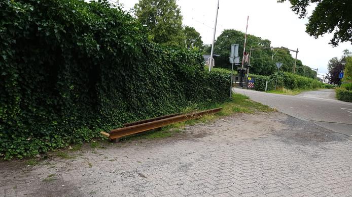 In Dorst zijn de rails bij de spoorwegovergang wethouder Van Dijklaan vervangen.