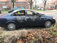 Buurtbewoners verbazen zich over autobranden in de Velpse Waterstraat