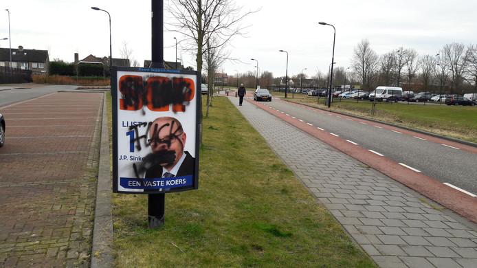 Opnieuw zijn SGP posters beklad in Yerseke.