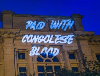 """Beeldenstorm zónder vandalisme, maar met sterke visuele boodschap: """"Geef meer aandacht aan koloniale periode"""""""