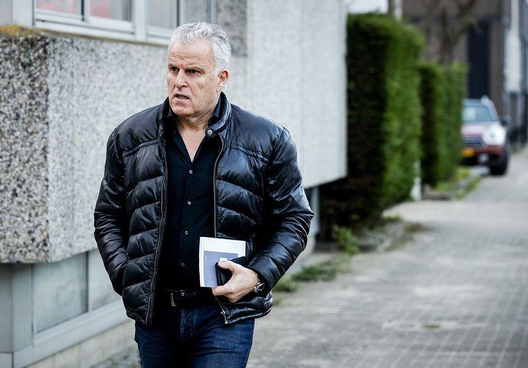 Peter R. de Vries komt aan bij de speciaal beveiligde rechtbank. De rechtszaak tegen Willem Holleeder is vandaag begonnen. Beeld anp