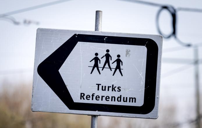Richting Deventer ReferendumRegio Voor Turken Twentse Tubantia nl HWD2E9I