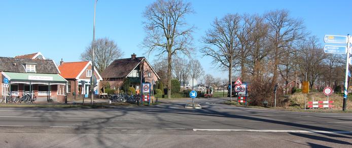 De kruising N315 (Haaksbergseweg)/Pastoor Van Everdingenstraat/Munsterdijk bij Rietmolen, die na de zomer wordt omgevormd tot rotonde. Dat hele project kost 1,8 miljoen euro al met al.