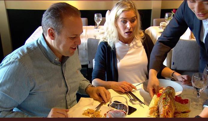 Frans en Mariska eten Chinees.