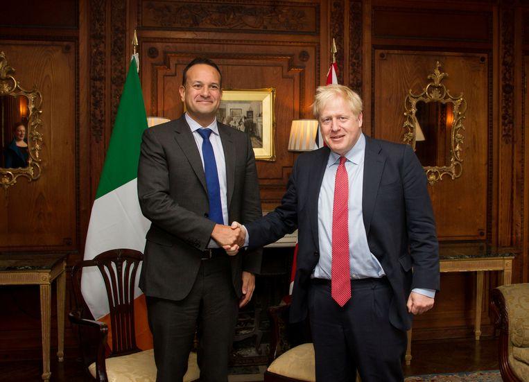De Britse premier Boris Johnson (rechts) met zijn Ierse evenknie Leo Varadkar tijdens een ontmoeting op 10 oktober, 2019.