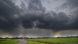 Opletten voor onweersbuien met hagel en windstoten,  donderdag mogelijk meer dan 35°C