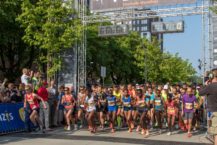 De start van de Enschede Marathon in 2018
