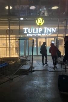 Reizigers in vrieskou voor dichte deur Eindhoven Airport na urenlange vertraging: 'Dit is echt bizar geregeld'