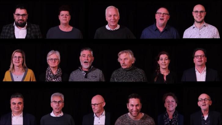 Raadsleden Druten zingen voor vertrekkende burgemeester Luciën van Riswijk