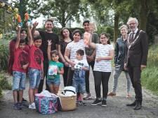 Burgemeester Molkenboer maakt arme gezinnen blij met vakantiepakket