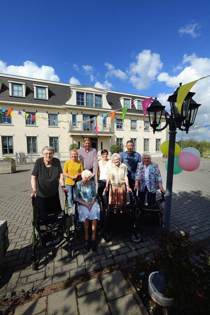 In augustus vorig jaar werd met bewoners van Ter Wal het vijfjarig bestaan gevierd van deze Lepelstraatse  'woongroep met zorg op maat'.