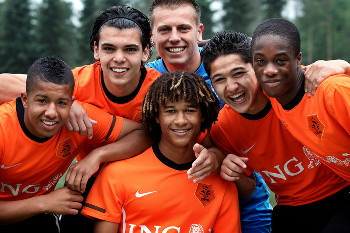 Tonny Vilhena, Karim Rekik, Boy de Jong, Nathan Ake, Anass Achahbar en Terence Kongolo.