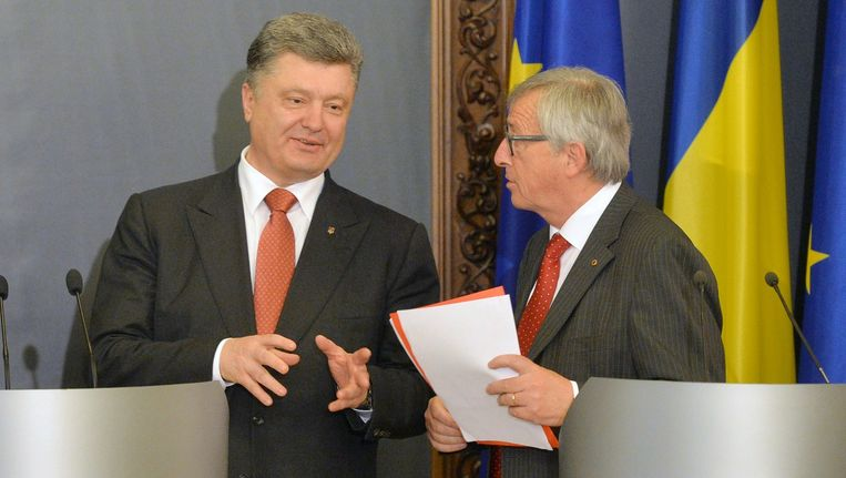 Oekraïense president Petro Porosjenko in gesprek met voorzitter Jean-Claude Juncker van de Europese Commissie in Kiev. Beeld afp