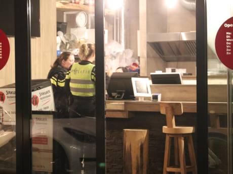 Politie opent klopjacht op dader  na overval op sushibar in Apeldoorn
