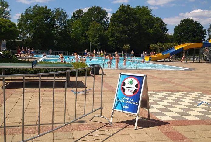 Een bezoek aan zwembad De Welters is niet zoals andere jaren, maar zwemliefhebbers gaan prima om met de maatregelen.