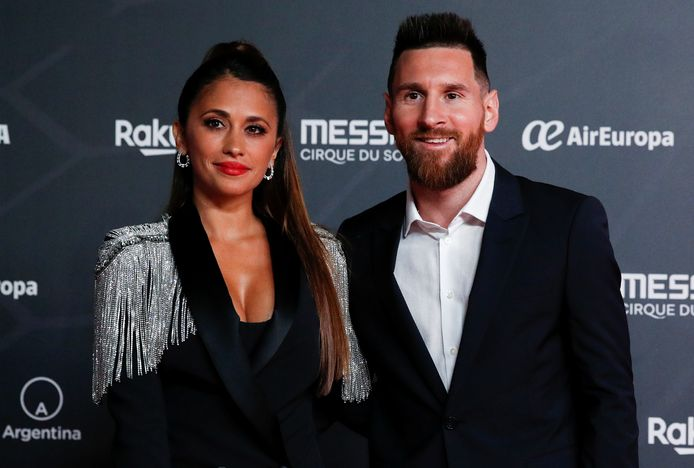 Lionel Messi met zijn vrouw Antonella Roccuzzo voor de première van de Cirque du Soleil-show 'Messi 10'.
