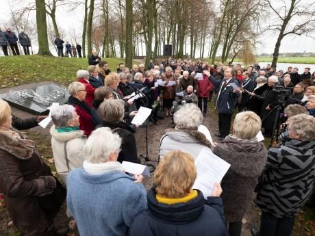 Het lied van De Lofstem klinkt bij herdenking in Elburg