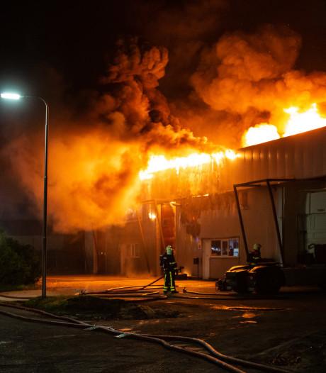 Grote brand bij bedrijvencomplex op Borchwerf in Roosendaal, forse schade bij transporteurs en groothandel