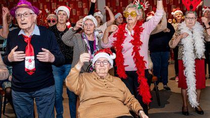 Bewoners rusthuis Ter Berken verrassen met kerstflashmob