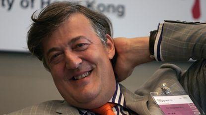 Homohaat verpest huwelijksreis Stephen Fry