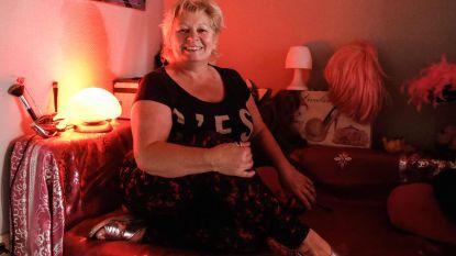 """Sekswerker Dolores (60) is bang voor de toekomst: """"Zullen klanten nog wel komen?"""""""