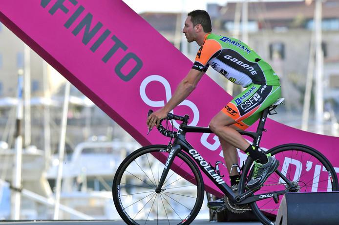 Stefano Pirazzi was wel nog aanwezig bij de ploegenpresentatie van de Giro. Diezelfde avond nog hoorde hij dat hij niet van start mocht gaan de volgende dag.