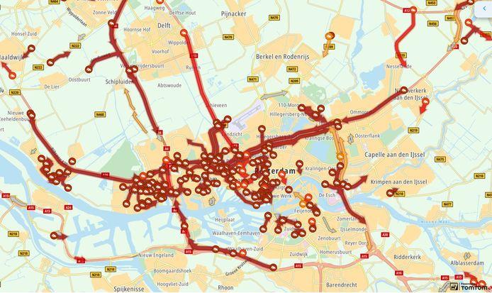 Modderspoor Beneluxtunnel veroorzaakt files op meerdere plekken in Rotterdam.
