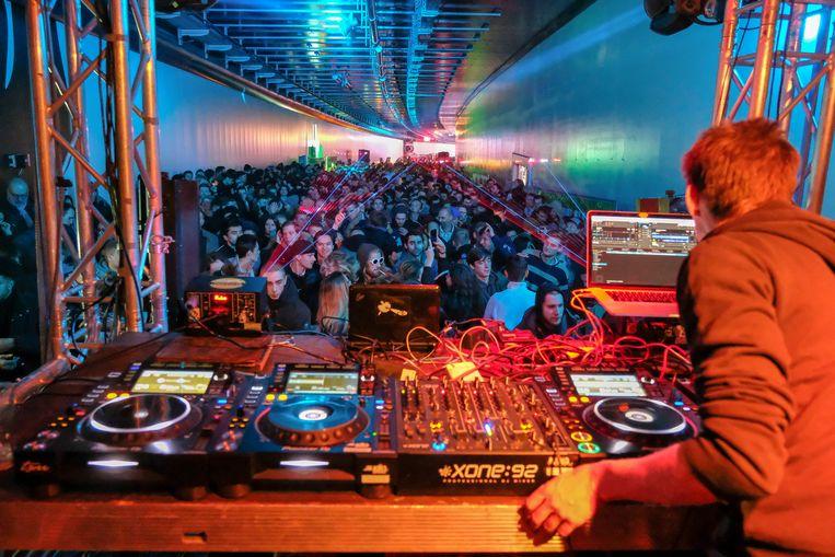 2.000 feestvierders gingen zaterdagnacht uit de bol in de Hallepoorttunnel