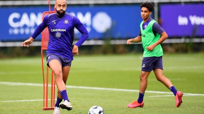 Football Talk. Vanden Borre niet meer op ploegfoto - AZ voetbalt morgen Europees ondanks 13 besmettingen
