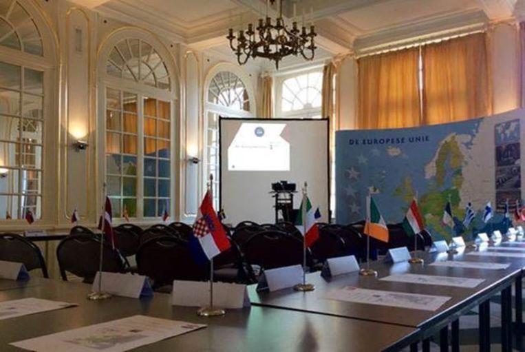 De leerlingen leren in Kasteel d'Ursel onder meer over de geschiedenis en de werking van de Europese Unie.