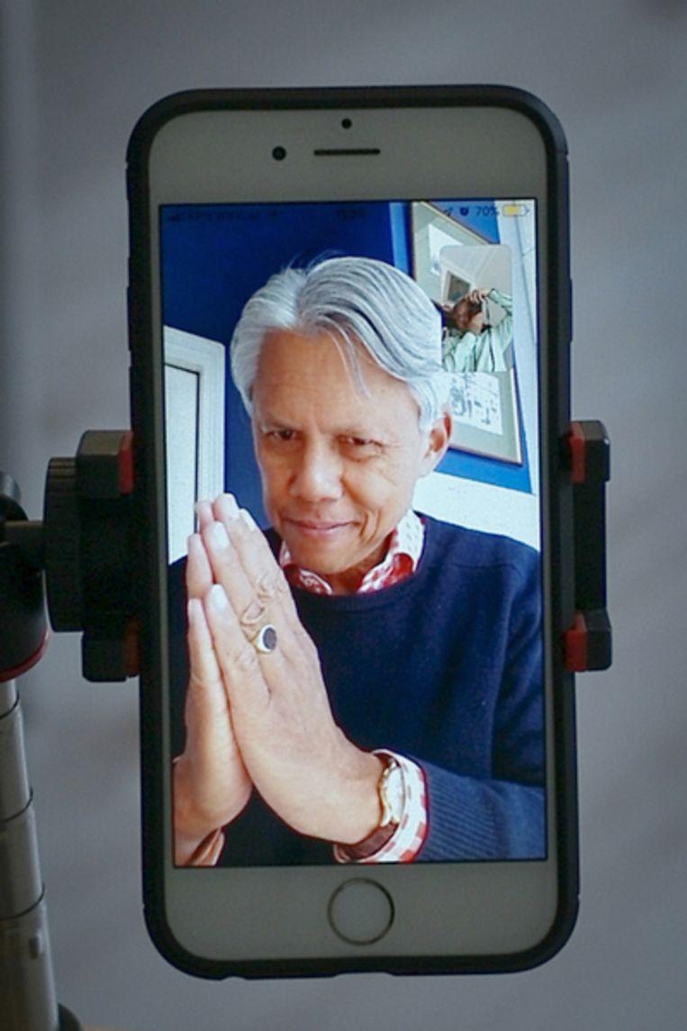 'Namaste' en casual op WhatsApp Beeld