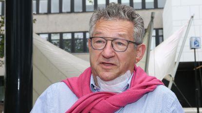 """Dirk De fauw verlaat ziekenhuis met stevige pleister in de nek: """"Dankbaar voor alle steunbetuigingen"""""""