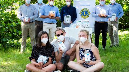 Lions Club schenkt alcoholgel en mondmaskers aan vzw De Steiger