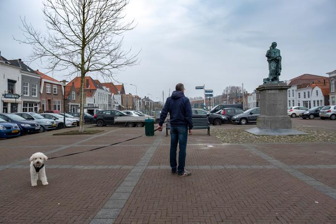 De Markt met het beeld van Jacob Cats in Brouwershaven.