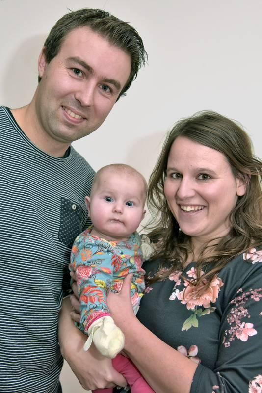 Stan Bons, Wendy van Teeffelen en hun dochtertje Yade.