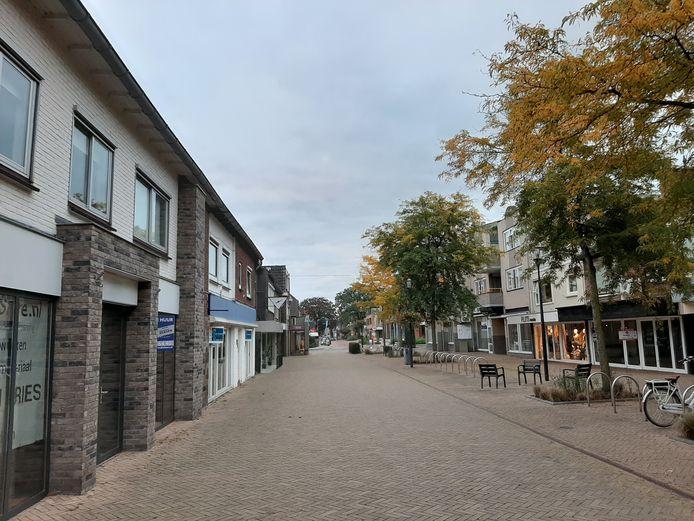 De leegstand op dit deel van het Keizerserf noopt de gemeente Hellendoorn tot actie.