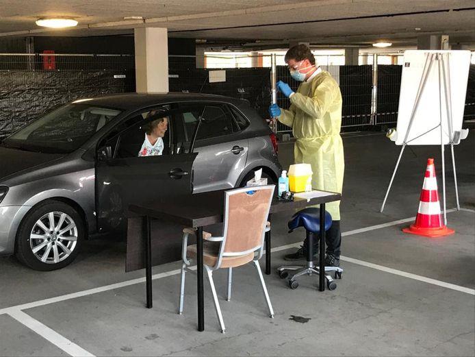 Testen in de parkeergarage van het Van der Valk Hotel in Nootdorp.