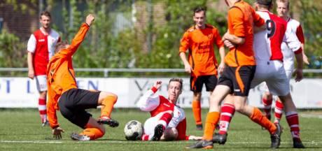 """Maarheeze-coach laat ploeg paaseieren zoeken op sportpark: """"De jongens zagen de humor er van in"""""""