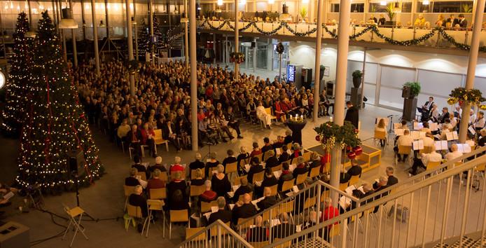 De kerstviering in de terminal werd ook vorig jaar drukbezocht.