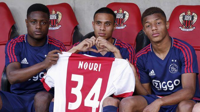 Ajax wacht zware avond: eerbetoon voor Nouri, maar ook proberen door te stoten in Champions League