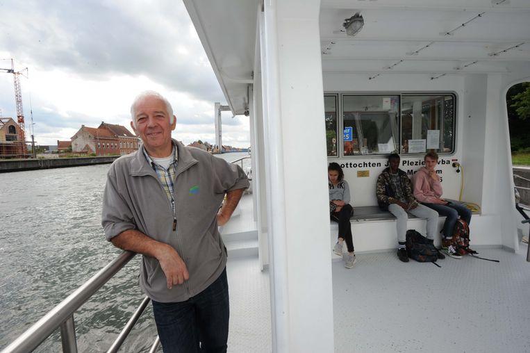 Schipper René Verbeeck is aan zijn laatste dagen toe in Humbeek. De brug is bijna terug gebruiksklaar.