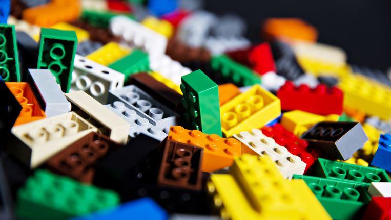 Het Deense bedrijf Lego heeft zaterdag bekend gemaakt niet meer in de Britse krant de Daily Mail te adverteren vanwege hun standpunt rond immigranten. Beeld ap