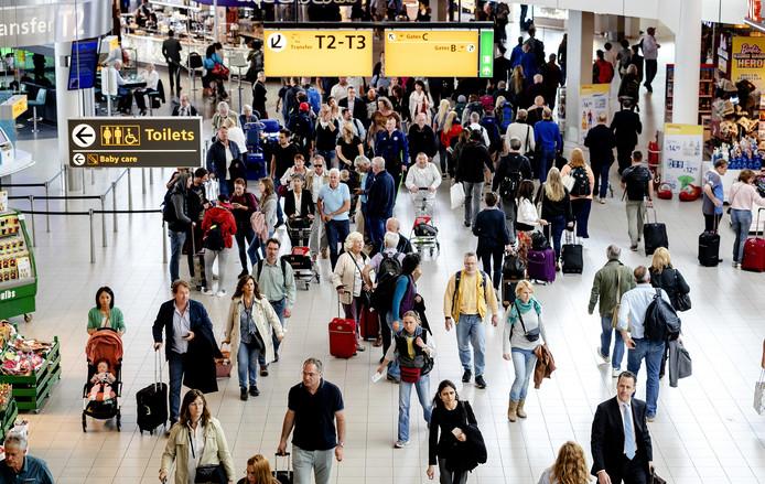 Zeven procent van de ondervraagden durft het vliegtuig niet meer in vanwege terreurangst.