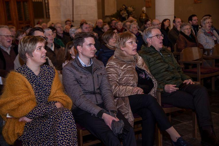 In de Sint-Martinuskerk werden kerstliederen gezongen en verhalen verteld.