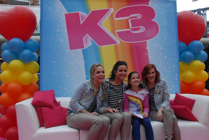 De 9-jarige Nancy van Uggelen uit Den Bosch, gestoken in een K3 verkleedjurk, vond het reuze spannend om bij de meet&greet aanwezig te zijn